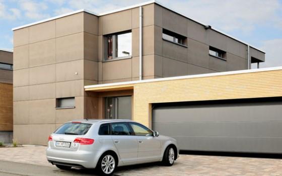 våre garasjeporter er produsert av Hörmann, og kommer i isolert stål